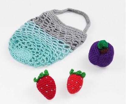 Billede af Hæklet Legemad - jordbær og blomme i net